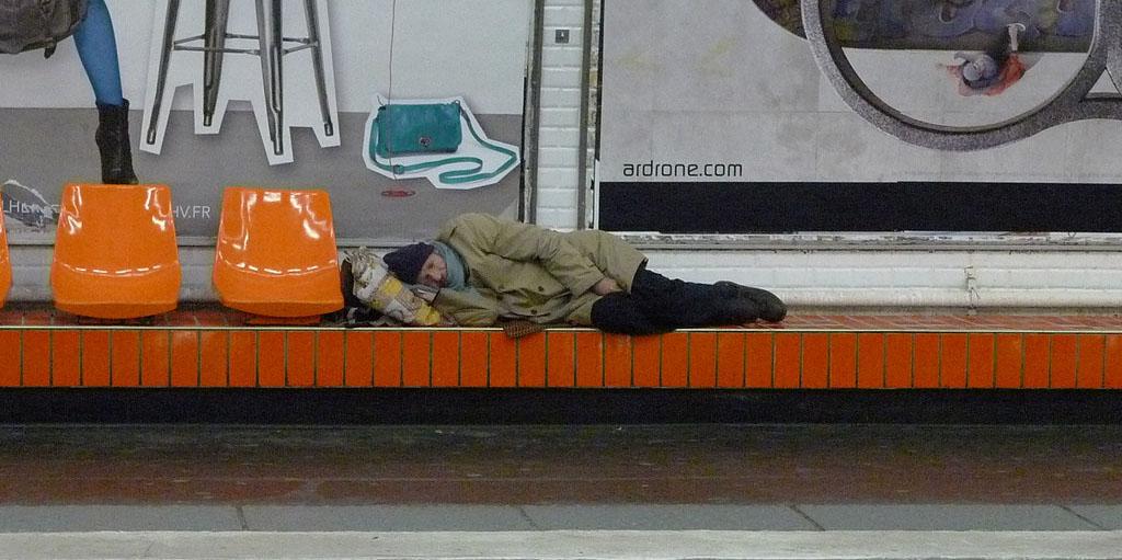 sans abris sommeil gare