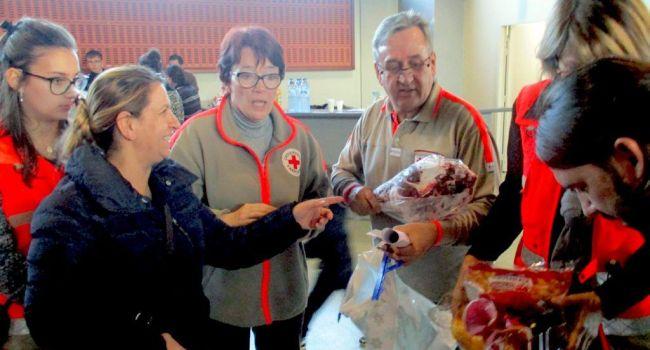 croix rouge tous en fête noel réveillon cadeaux solidaire famille repas entraide bénévolat